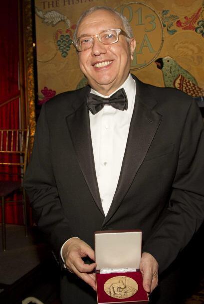 El empresario y filántropo chleno Álvaro Saieh, tras recibir una medalla...