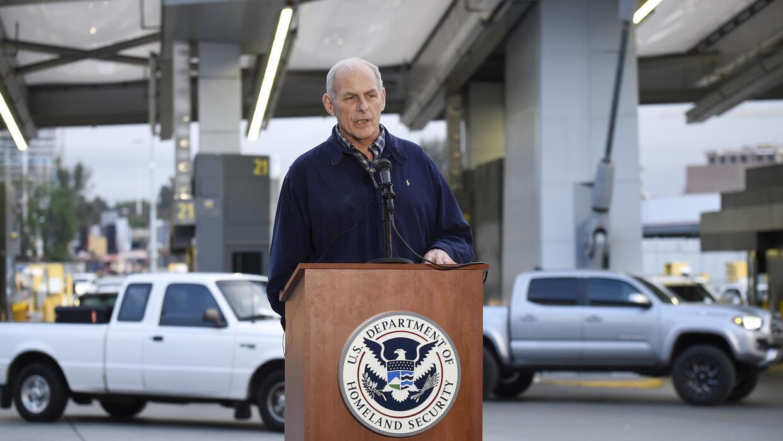 John Kelly, secretario de Seguridad Nacional, en la frontera de California