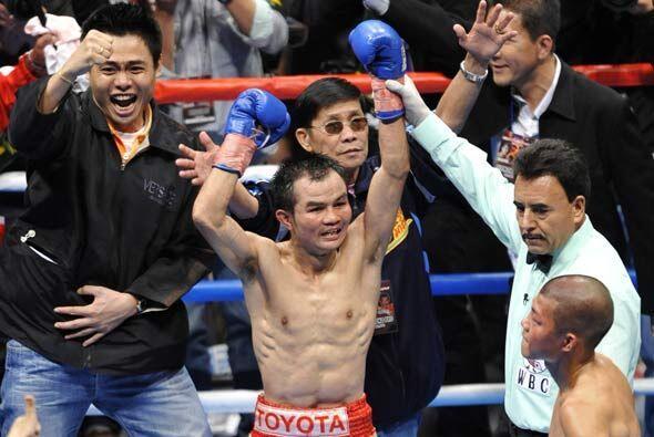 Aunque no tumbó a su rival, el tailandés ganó por decisión mayoritaria.