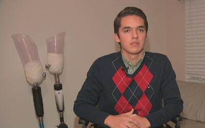 Joven que perdió las piernas en accidente busca ayuda económica por medi...