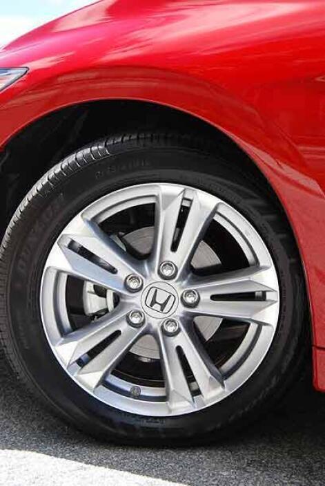 Los rines estándar de aluminio de 16 pulgadas tienen un 'look' deportivo.