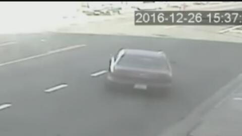 Buscan a un conductor que atropelló a un motociclista en el sur de Los Á...