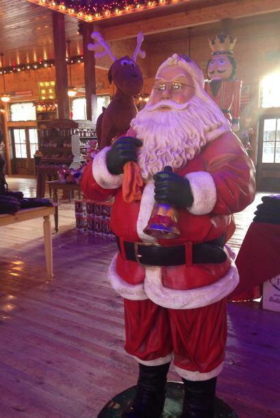 Santa's Wonderland queda en College Station, unas 90 millas al norte de...