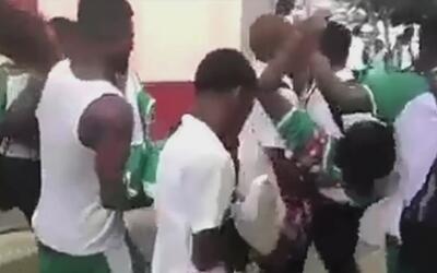 Pánico en Colombia donde decenas de estudiantes se desmayan tras gritar...