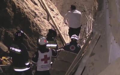 Trabajadores mexicanos, sepultados vivos por un alud de tierra mientras...
