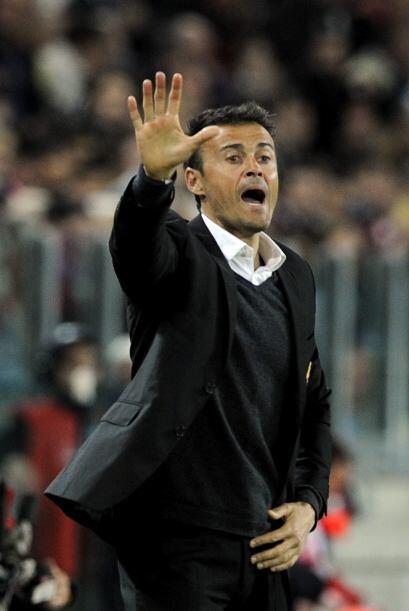 Luis Enrique, entrenador de la Roma, seguía dando indicaciones a sus jug...