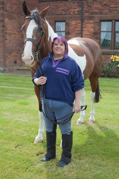 Esta mujer perdió casi 300 libras con la ayuda de su mascota, un caballo.