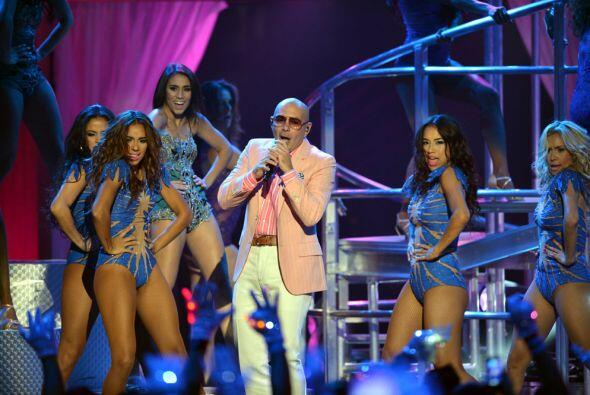 Y la 'party' más animada seguía con Pitbull.