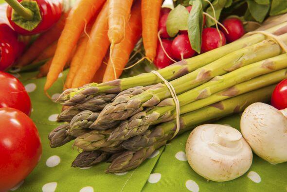 Verduras: espárragos, brócoli, repollo, zanahoria, apio, ajo, lechuga, c...