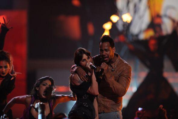 Romeo Santos y La Mala Rodríguez hicieron 'Magia Negra' en el escenario...