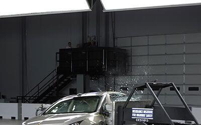 Chevrolet CruzeSin importar la versión, el Cruze ofrece la amplitud y am...
