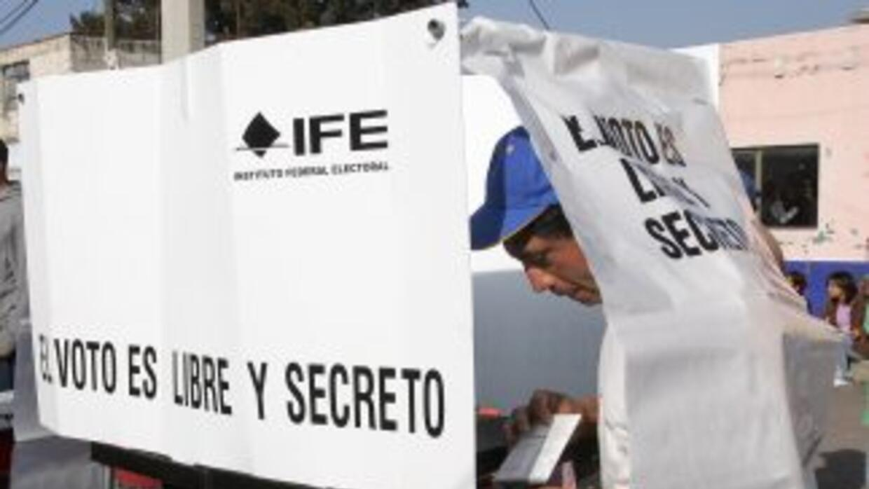 Los mexicanos que se inscribieron para votar recibirán un paquete electo...