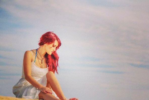 """Con esta bella imagen en la playa nos dice: """"No esperes que alguien..."""