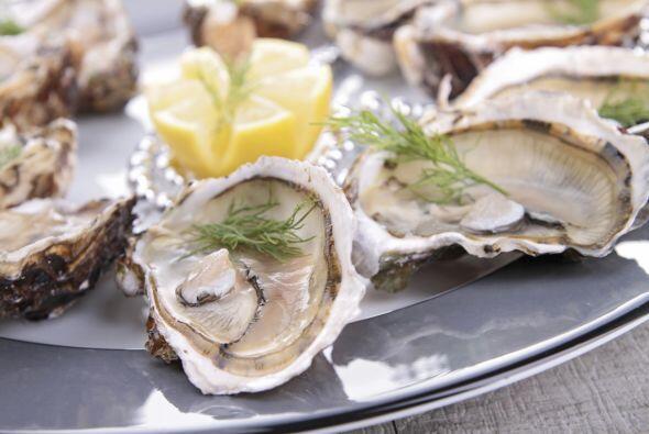 Por lo tanto, las ostras ayudan a que las glándulas de los fol&ia...