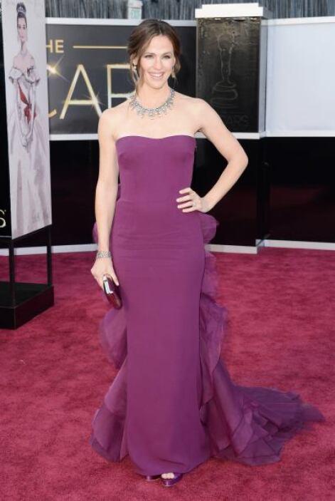 Una de las más bellas de la velada fue Jennifer Garner, quien lució una...