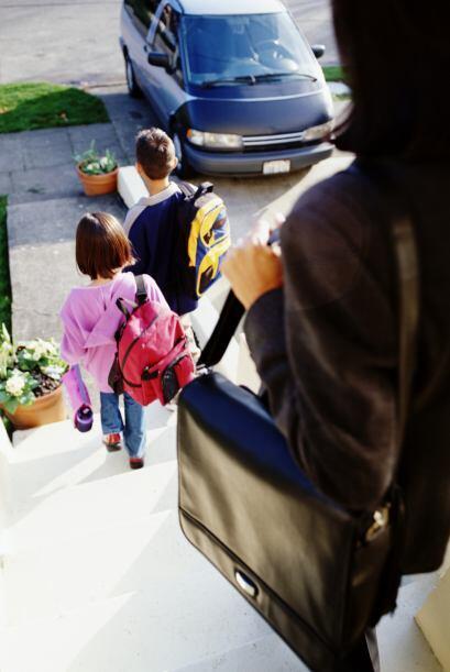 1. Recuérdale a tu hijo que el primer día de clases puede ser muy divert...