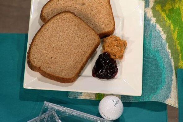 Almuerzo- En esta comida puedes ingerir:  1. Dos rodajas de pan integral...