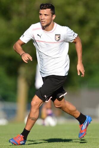 El volante argentino, procedente del club Palermo del futbol italiano, l...