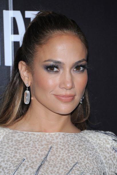 """Jennifer Lopez es conocida como la """"Reina del glow"""", pues le fascina usa..."""