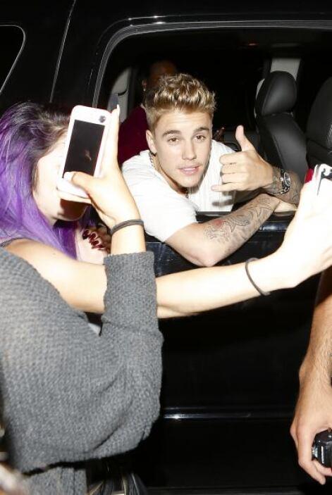 Pero mientras Kylie se notaba confundida, Justin no paraba de saludar a...