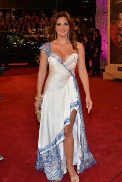 Mariana Seoane modeló un vestido con el que pudo presumir sus encantos.