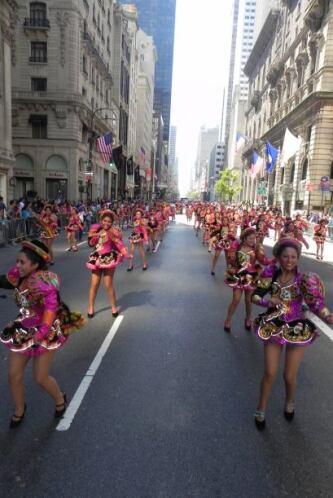 Familias hispanas desfilan por la 5ta Avenida 9b40ee8a628a42d58779a603a3...