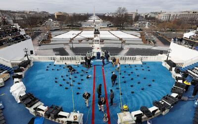 Preparación del escenario donde Donald Trump tomará jurame...