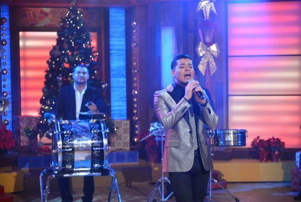 El cantante se entregó al máximo durante su presentación, con el tema 'H...