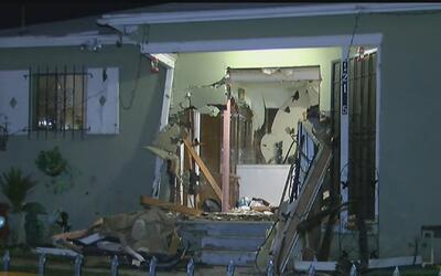 Un auto quedó incrustado en una vivienda durante una persecución en el s...