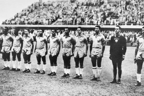 El Brasil campeón de Suecia 1958. El segundo de la izquierda es P...