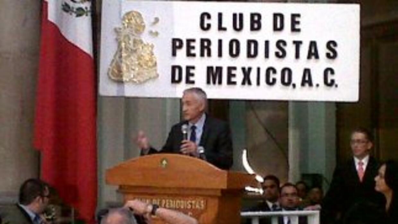 El presentador de Noticiero Univision fue galardonado por el Club de Per...