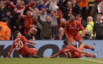 Lallana y Sturridge anotaron por el Liverpool