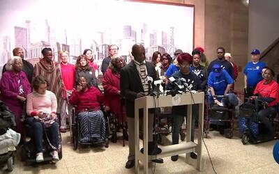 """Chicago en un minuto: Piden que se agilice ordenanza """"Cumpliendo la prom..."""