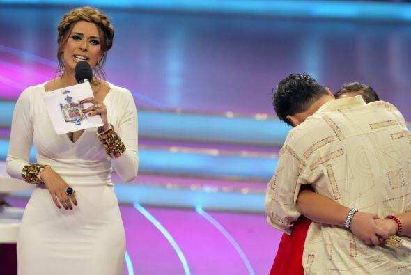 La pequeña fue muy fuerte al no llorar mientras interpretaba su canción....