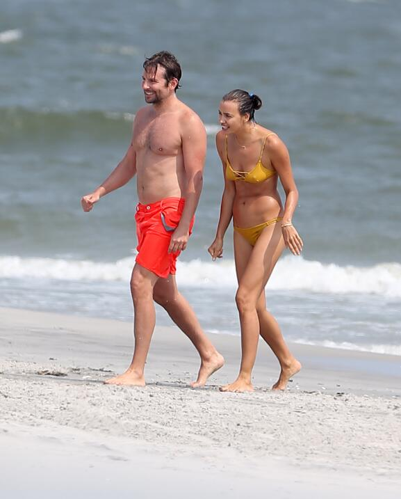 Irina Shayk ya conoce a la madre de Bradley Cooper TID_BCAISE150906_17.JPG