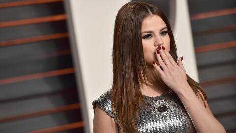 BEVERLY HILLS, CA - FEBRUARY 28: Selena Gomez attends the 2016 Vanity Fa...