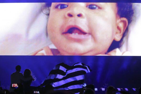 En las imágenes de la gira también incluyeron clips de Blu...