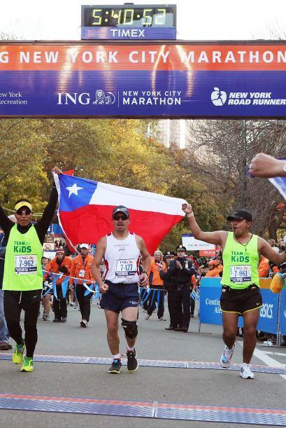 Con la bandera de Chile, Peña cruzó la meta.
