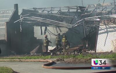 Bomberos investigan un voraz incendio en la ciudad de Macon