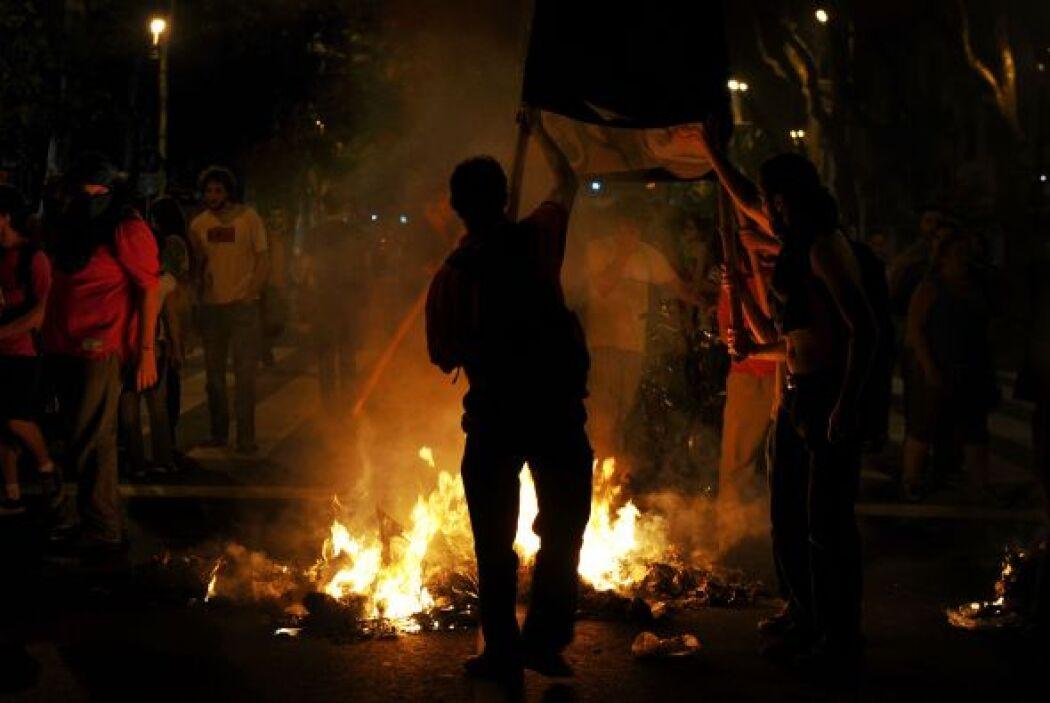 Horas de pánico, tiroteos e incendios se vivían entre la noche del viern...
