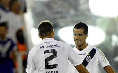 Con goles de Maxi Moralez y David Ramírez, ambos desde afuera del área,...
