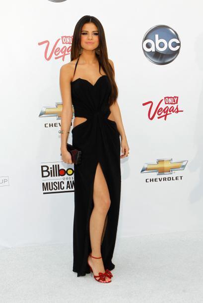 Siendo fanática de la moda, Selena quiso que sus fans pudieran imitar su...