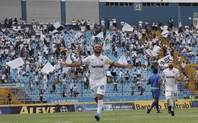 Comunicaciones venció 4-0 a Suchitepéquez