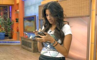 Cachamos a Maity texteando con su galán brasileño