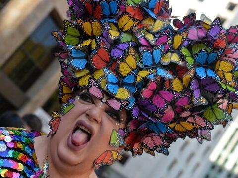 Juerguistas participan en la Marcha del Orgullo Gay desfile anual en Sao...