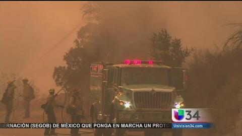 Evacuaciones y casas destruidas por incendio Sand