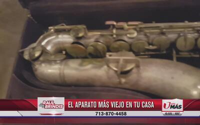 Fito Olivares conserva el saxofón que fue de su padre