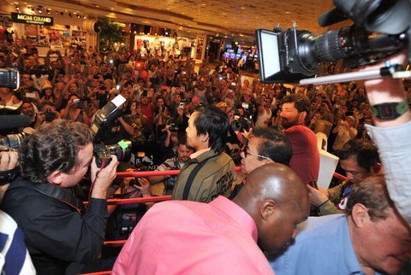 Pacquiao agradeció a loa más de 600 fanáticos el apoyo, no será extraño...