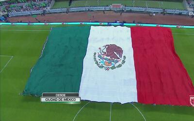 México desplegó una gran bandera y mosaico en el Estadio Azteca