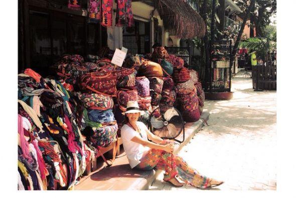La que está enamorada, pero de sus vacaciones y de México es Karlita Mar...